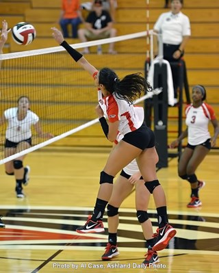 Paula Pinheiro goes for a kill Thursday at the Paul Elliott Invitational.